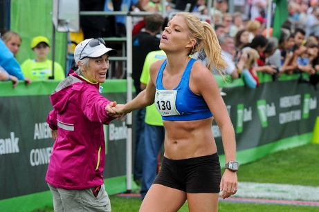 Erica Jesseman greeted by Joan Benoit Samuelson after the 2014 TD Beach to Beacon 10K.